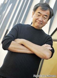 リードアーキテクトに就任した建築家の隈研吾氏