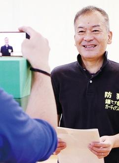 鎌倉しろやま幼稚園で保護者向けに配信による防犯を呼び掛ける大津代表