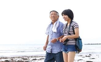 『浜の記憶』のワンシーン。老漁師を演じた加藤さん=大嶋監督提供