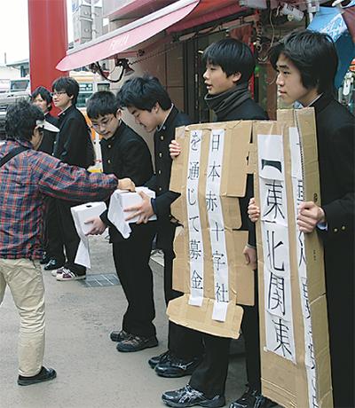 鎌学生も小町で募金