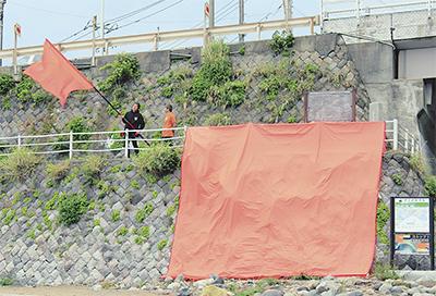 オレンジ旗は「津波」の合図