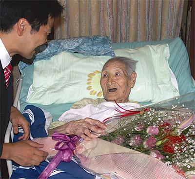 110歳 長寿祝う