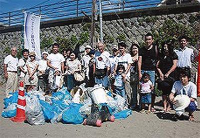 地域住民と海岸清掃