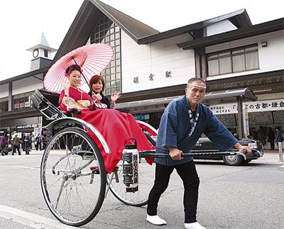 人力車に乗る「鎌倉ロケ撮ぷらん」が好評