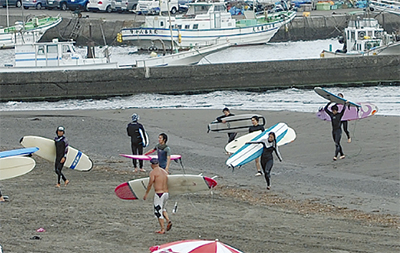 腰越海岸で避難訓練