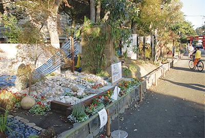 独創的な10庭園並ぶ