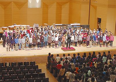 17校が合唱と合奏