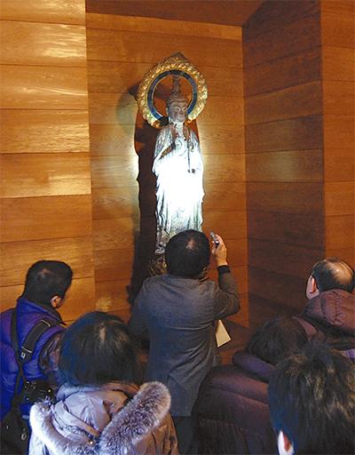 貴重な仏像を特別展示
