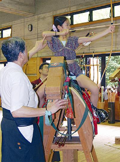 伝統の弓馬術を体験