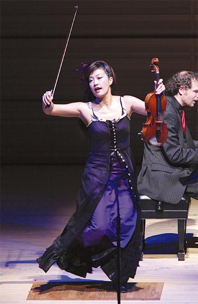 タップ&バイオリン一人二役のステージ