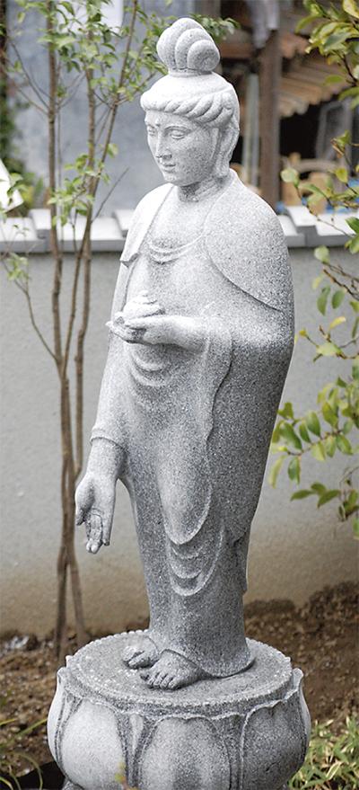 薬王寺の「さしのべさん」が再建