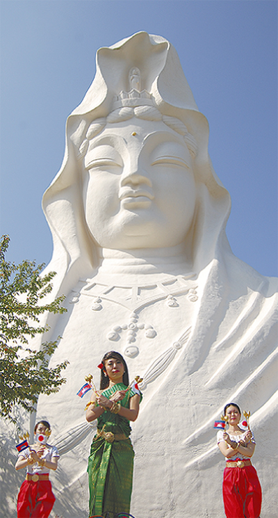 平和の祭典に多くの人出