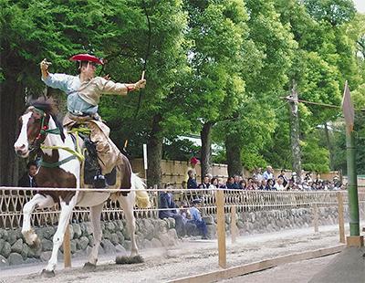鎌倉武士の勇姿に歓声