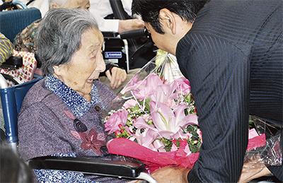 敬老祝いに松尾市長が訪問