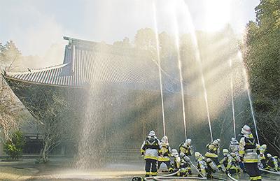 妙本寺で消防総合訓練