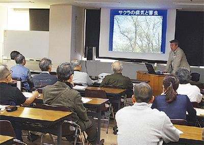 桜テーマの講演会に120人