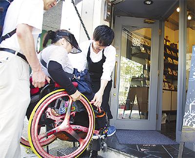 「車いすでも楽しめる鎌倉に」