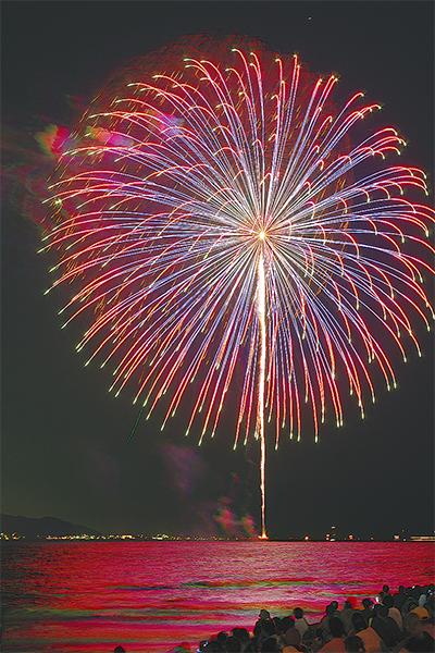 4千発の花火に歓声上がる