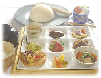 「名物かまくら焼と9種の前菜」1日15食限定(デザート、コーヒー付)1,980円(税込)