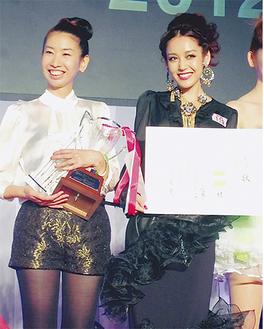 グランプリに輝いた田和優子さん(左)