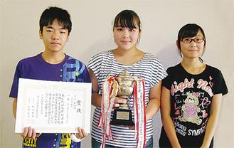 全日本通信珠算神奈川県競技大会団体総合中学校の部で優勝した松林中のメンバー