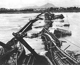 崩壊した馬入川鉄橋