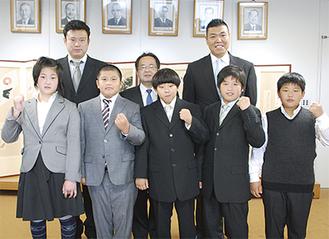 全国大会出場を決めた5人(写真前列)