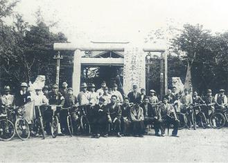 75年前の催しを再現。厳島神社から出発