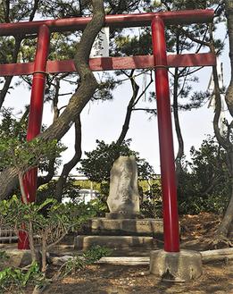 浜須賀の防砂林に祀られる八大龍王碑