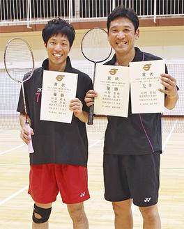 川野さん(右)、ダブルスを組んだ加藤さん(左)