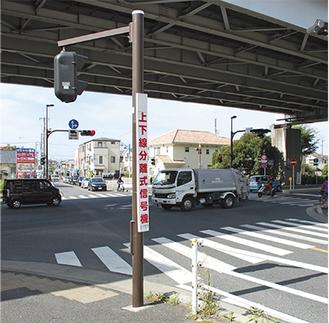 小出県道北側から見た赤羽根交差点=8月11日午前8時30分頃