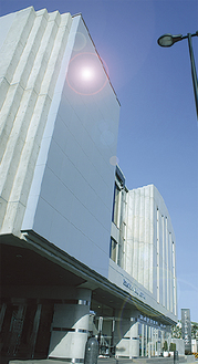辻堂駅から徒歩6分のメモリアルホール「美空」。葬儀の事前無料相談も随時受け付けている
