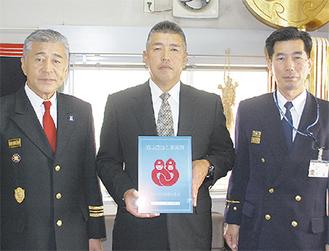 コーワ潜水(株)の柳原代表(写真中央)