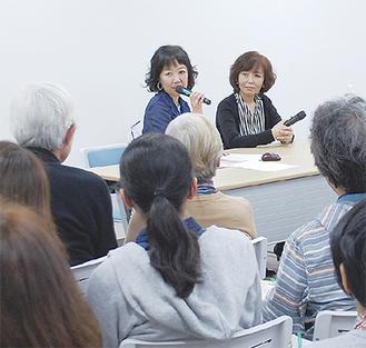 来場者からの質問に答える浅田さん