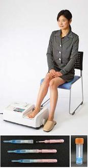 モニターで使用する骨密度測定器と腸検査のキット
