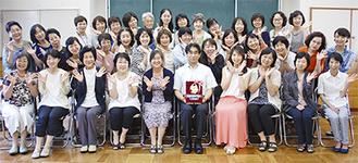「ひまわり賞」獲得を喜び笑顔を見せる湘南はまゆうメンバー