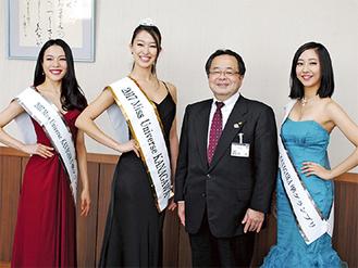服部市長を囲む入賞者たち(野崎さんは右)
