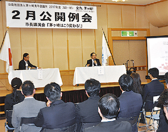 対談を行う服部市長(右)と松野副理事長