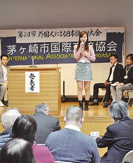 来場者を前に流暢な日本語でスピーチを行った