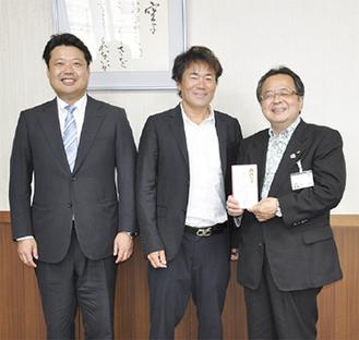 (左から)稲岡氏、山口氏、服部市長