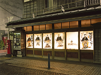 行燈の様に幻想的な店の外観