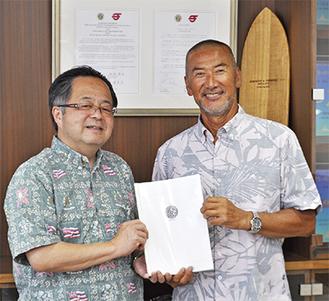 服部市長(左)と藤澤理事長