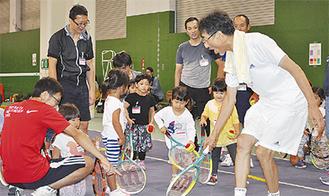 毎回盛況のテニス教室