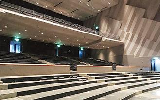 大ホール解体の様子。現在は全面に足場が立て込まれている(市HP「NEWS LETTER」より)