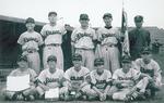 1951年の市大会初優勝時の集合写真。秋葉さん(後列右から2人目)、田中さん(前列左から2人目)、長田さん(前列右から2人目)