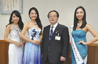 左から松原さん、相原さん、服部市長、野崎さん