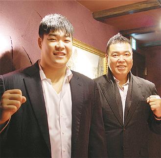 小川雄勢さん(左)と父・直也さん