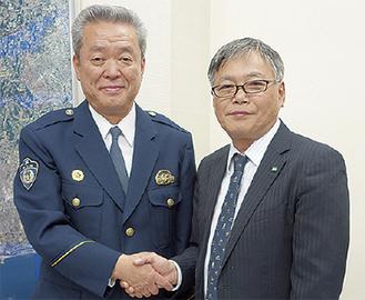 山口署長(左)と金沢工場長