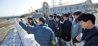 気仙沼小泉地区の碑を訪問(写真撮影:大円真太郎さん)