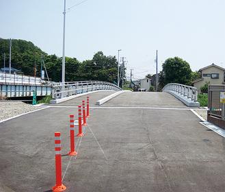 寒川側から茅ヶ崎側を望む架け替え後の聖天橋